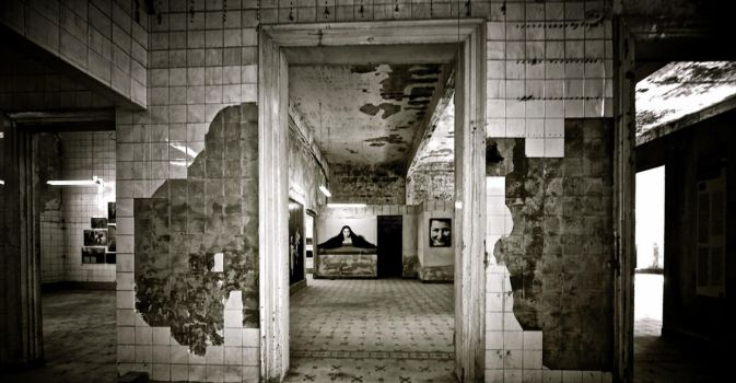 Exhibition without Visitors by Hermetic-Wings