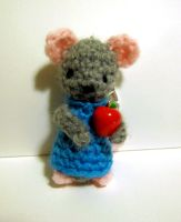 Mouse with an apple by Sparrow-dream