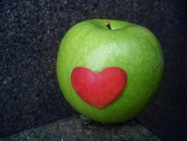 heart apple. by kipakapa