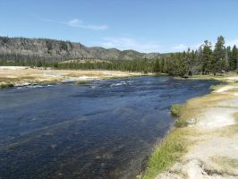 A River of Yellowstone by rioka