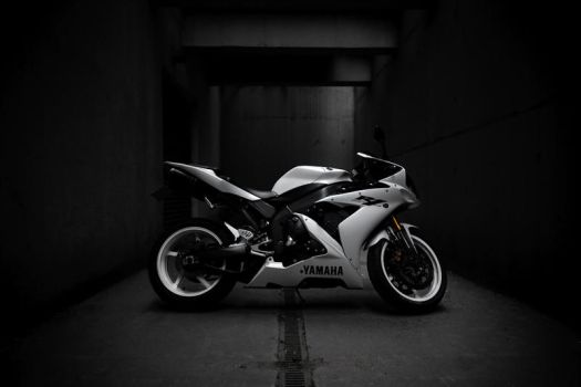 Yamaha R1 _3_ by schwepes