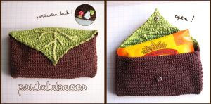 Crochet TabacBox with a particular of Totoro by Tofe-lai