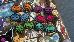 8 bit barrettes Space Invaders by hyliacupcake