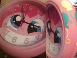 Pinkie Pie clock is crazay by cutiechibi