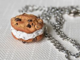 Cookie Ice Cream Sandwich by Madizzo