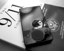 Black and White Zune by darrenbarlow