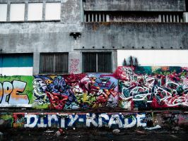 Colours in dirty place by Pierre-Lagarde