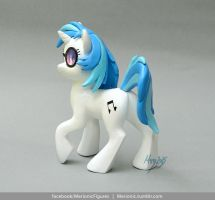 Vinyl Scratch sculpture by MerionMinor