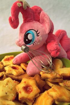 Pinkie's baking time! by Fafatacle