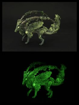 Glow in the dark creature by hontor
