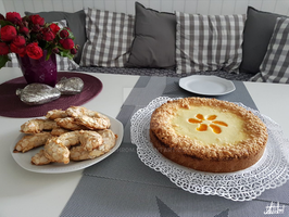Tangerines cheescake with Mandelhoernchen by Cychrom