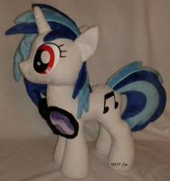 19,5 inches Vinyl Scratch by calusariAC