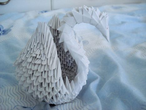 Modular origami swan by HolographicImaging