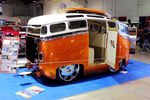 VW Toon Bus III by DrivenByChaos