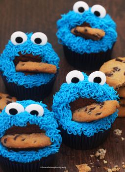 Cookie Monster Cupcakes by theresahelmer